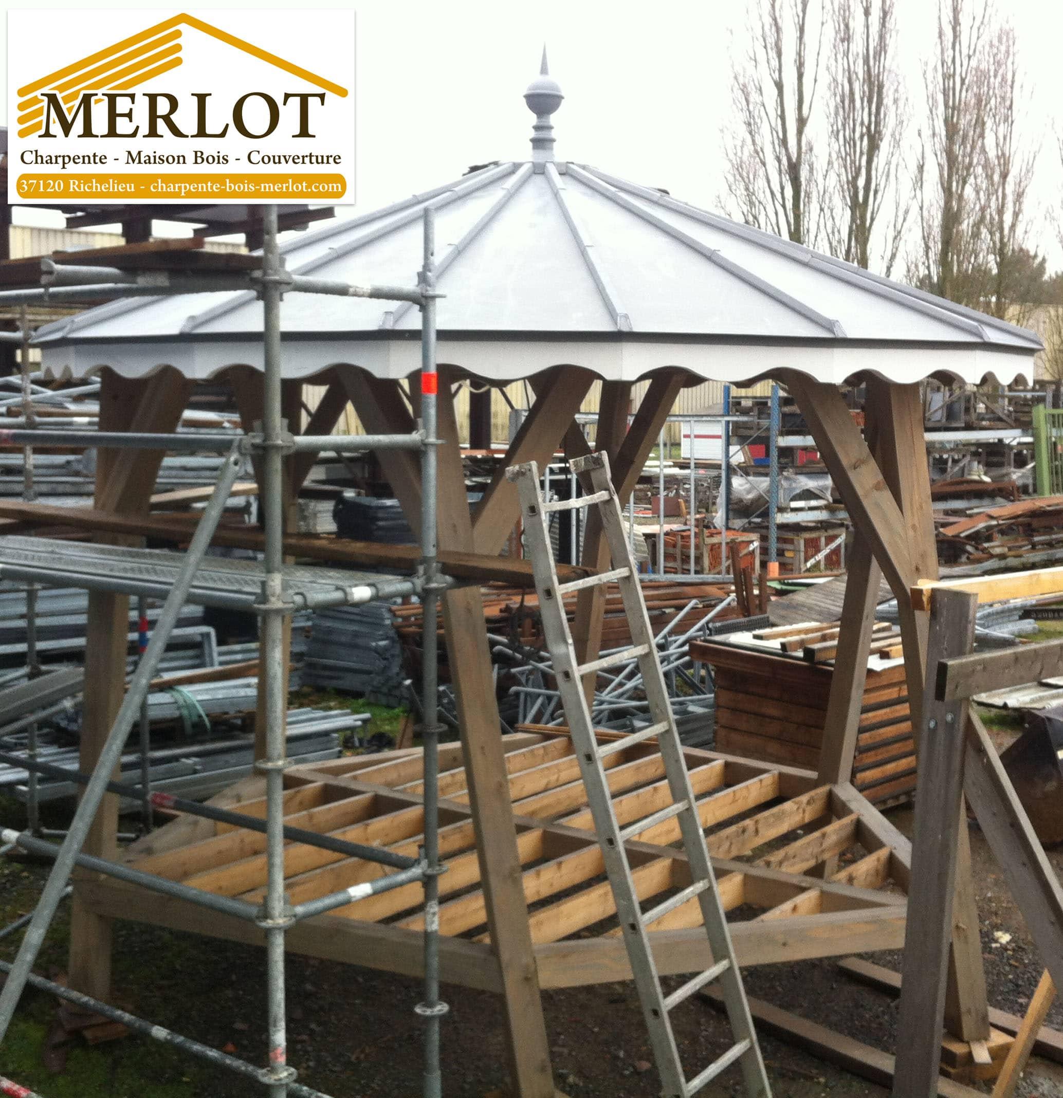 Kiosque à Musique - Kiosque désaxé pour la ville de Richelieu - SARL MERLOT - Charpente - Couverture - Zinguerie - Sarl MERLOT - Charpente Couverture Indre et loire