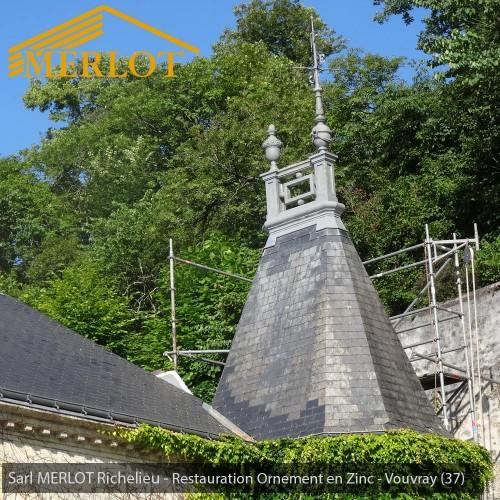 Restauration Epis de faîtage - Ornement en Zinc pour à Vouvray (37) - Restauration ornement de toiture - Sarl MERLOT - Richelieu - Région Centre - Val de Loire - France