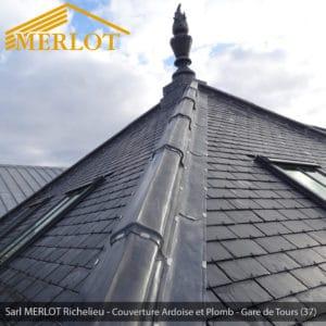 Faîtage et Ornement en Plomb - Rénovation de Couverture Ardoise Zinc et Plomb - Gare de Tours (37) - Sarl MERLOT Richelieu - Charpente Bois Merlot
