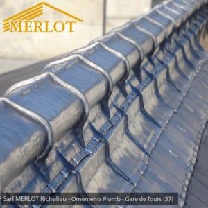 Faîtage en Plomb - Rénovation de Couverture Ardoise Zinc et Plomb - Gare de Tours (37) - Sarl MERLOT Richelieu - Charpente Bois Merlot