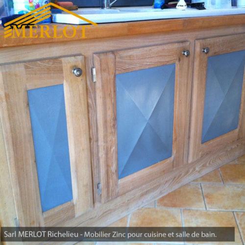 Mobilier Zinc - Façade et crédence de cuisine en zinc - Habillage de Salle de bain en Zinc - Réalisation et faconnage sur-mesure par la Sarl Merlot à Richelieu (37) Centre Val de Loire - France
